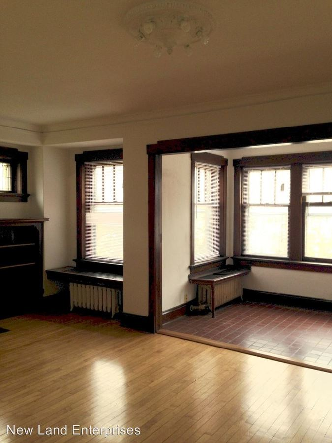2 Bedrooms 1 Bathroom Apartment for rent at 2735 N. Murray Avenue in Milwaukee, WI