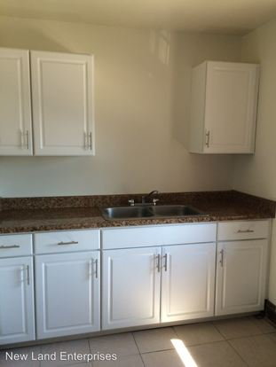 Studio 1 Bathroom Apartment for rent at 1219 W Walker St in Milwaukee, WI