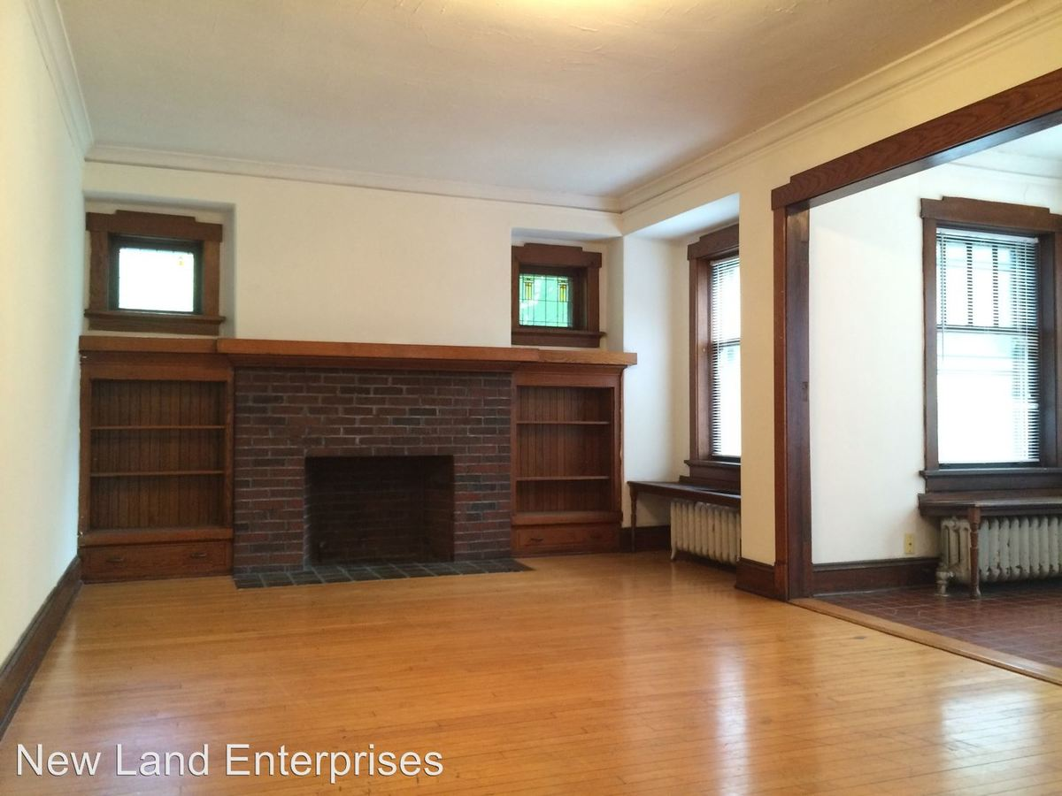 3 Bedrooms 1 Bathroom Apartment for rent at 2735 N. Murray Avenue in Milwaukee, WI