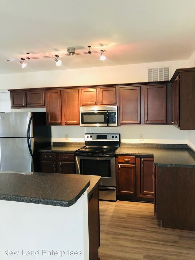 3 Bedrooms 2 Bathrooms Apartment for rent at 1419 E. Albion St. in Milwaukee, WI