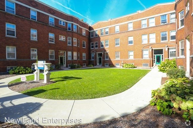 3 Bedrooms 1 Bathroom Apartment for rent at 1479-95 N Farwell Avenue in Milwaukee, WI