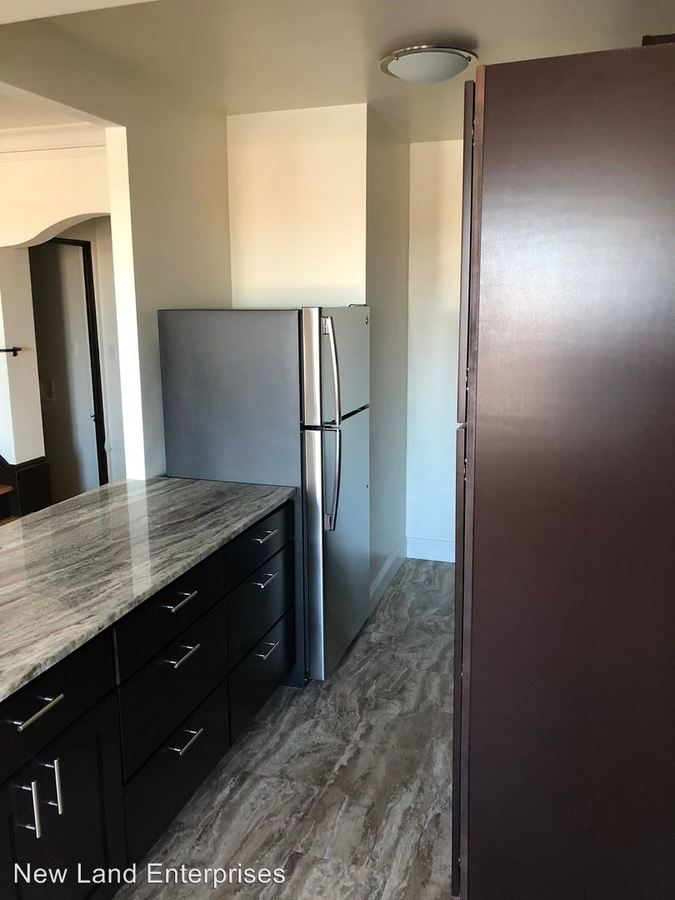 2 Bedrooms 1 Bathroom Apartment for rent at 1717 E Kane Place in Milwaukee, WI