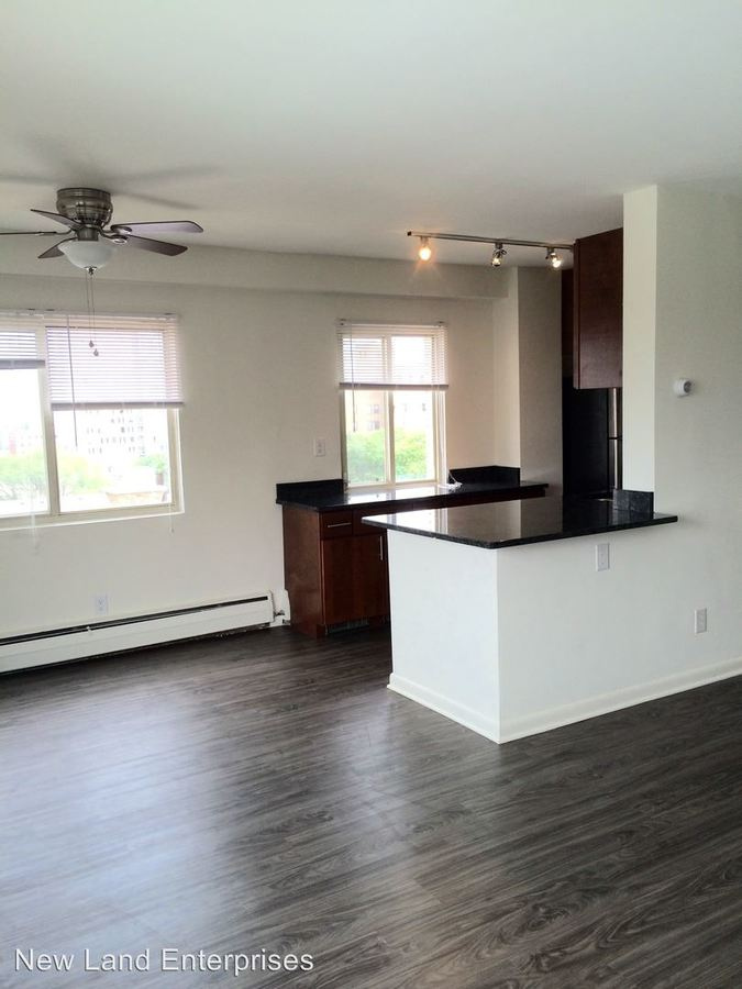 2 Bedrooms 1 Bathroom Apartment for rent at Coronet Apartments in Milwaukee, WI