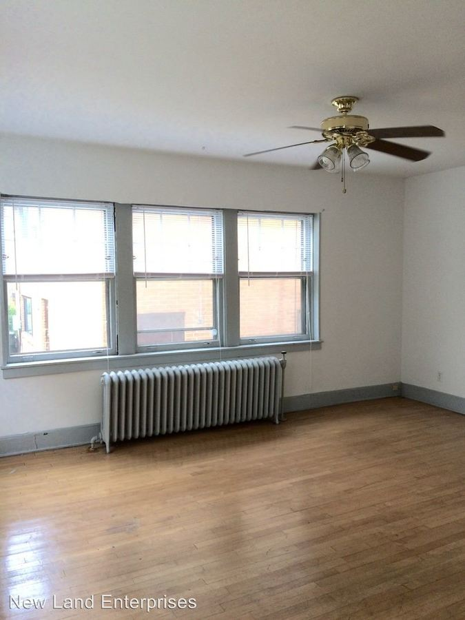 2 Bedrooms 1 Bathroom Apartment for rent at 1525-33 E Royall Place in Milwaukee, WI