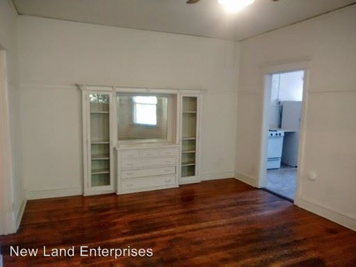 3 Bedrooms 1 Bathroom Apartment for rent at 2505-13 E. Park Place in Milwaukee, WI