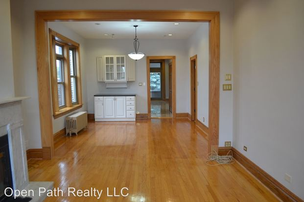 3 Bedrooms 2 Bathrooms Apartment for rent at 2526 N California in Chicago, IL