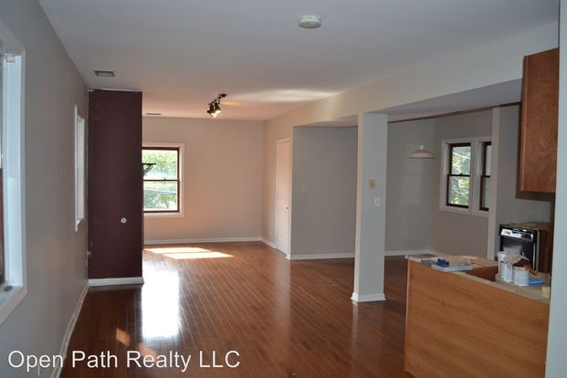 2 Bedrooms 1 Bathroom Apartment for rent at 2420 N Greenview in Chicago, IL