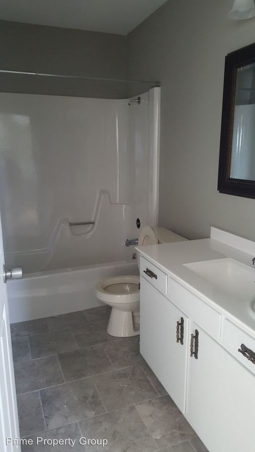 3 Bedrooms 1 Bathroom Apartment for rent at 609 N Dianne Ln in Mahomet, IL