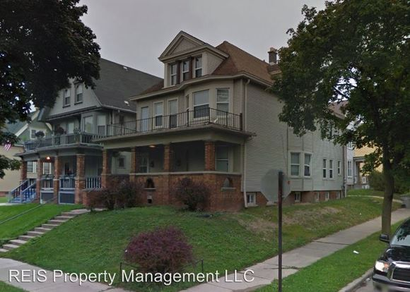 3 Bedrooms 1 Bathroom Apartment for rent at 2849 51 W Juneau Ave in Milwaukee, WI