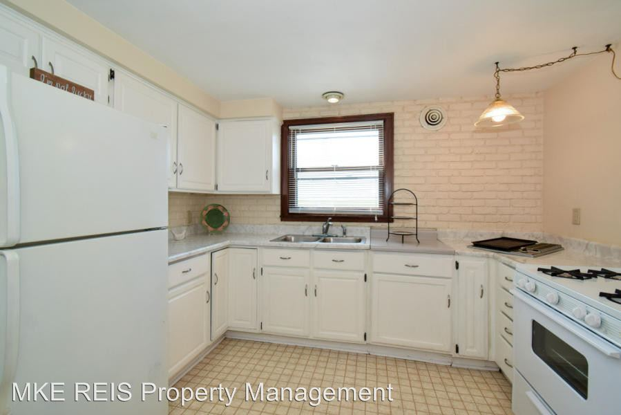 2 Bedrooms 1 Bathroom Apartment for rent at 1835 E Howard Ave in St Francis, WI