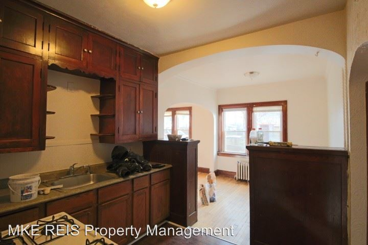 2 Bedrooms 1 Bathroom Apartment for rent at 2484 S 9th Street in Milwaukee, WI