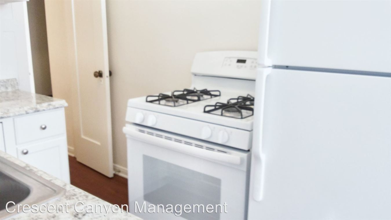 Studio 1 Bathroom Apartment for rent at 801 S. Gramercy Drive in Los Angeles, CA