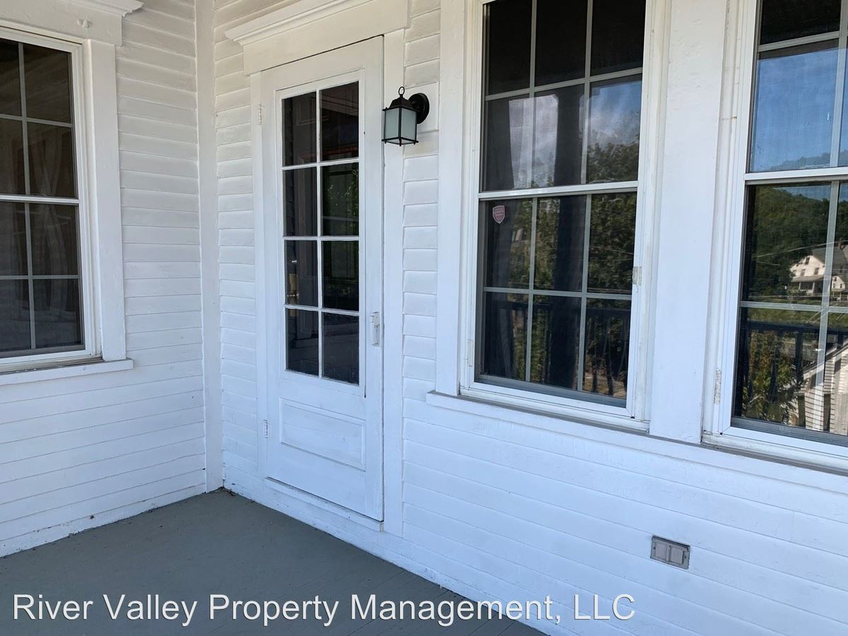 2 Bedrooms 1 Bathroom Apartment for rent at 22 Mineral St in Springfield, VT