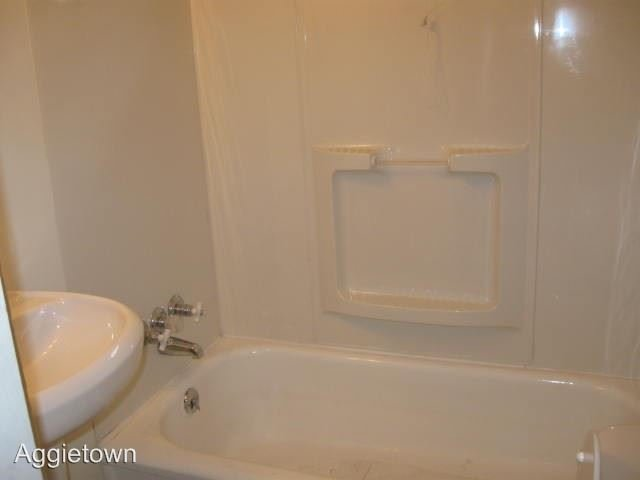 2 Bedrooms 1 Bathroom Apartment for rent at 609 W 14th in Junction City, KS