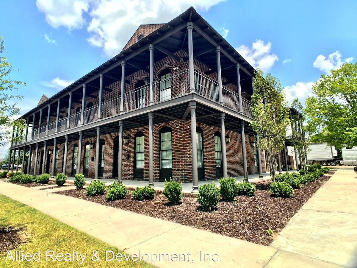 3 Bedrooms 3 Bathrooms Apartment for rent at 2130 11th Street #1-5 in Tuscaloosa, AL