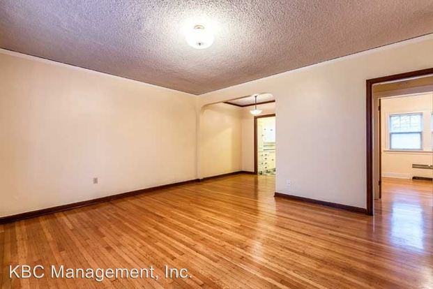 1 Bedroom 1 Bathroom Apartment for rent at 2510 Ne 11th Ave & 2511 Ne 12th in Portland, OR
