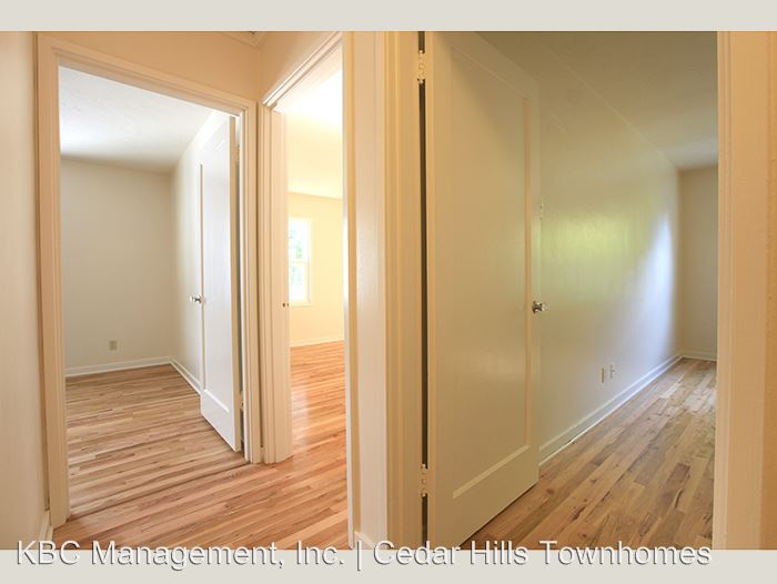 3 Bedrooms 1 Bathroom Apartment for rent at 10221 Sw Eastridge St in Portland, OR