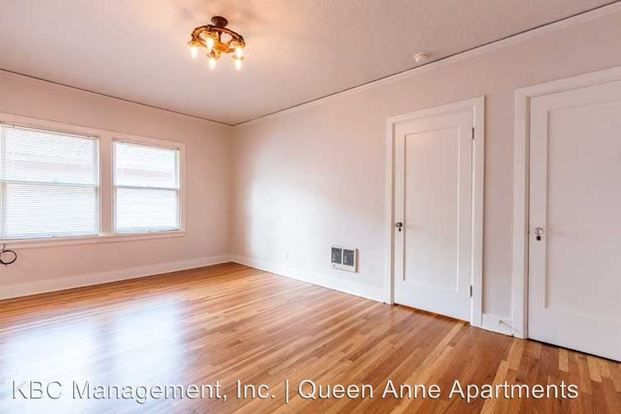 Studio 1 Bathroom Apartment for rent at 2503 Nw Raleigh St in Portland, OR