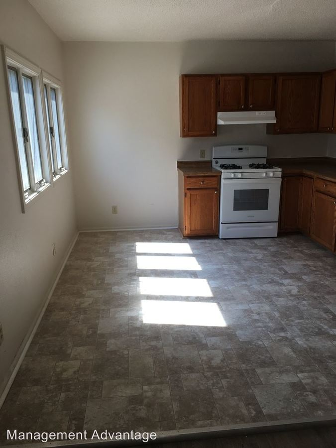 3 Bedrooms 1 Bathroom Apartment for rent at 2800 S College Ave in Rensselaer, IN
