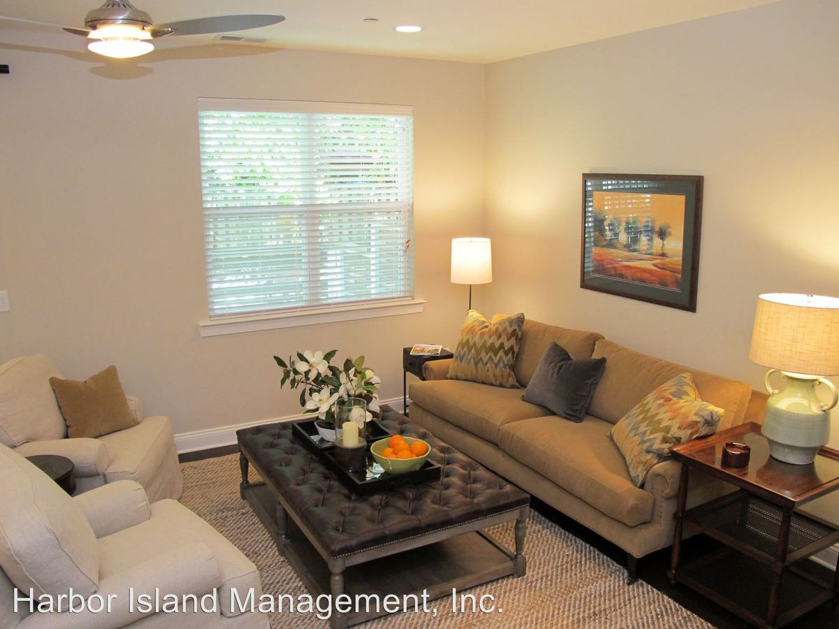 3 Bedrooms 3 Bathrooms Apartment for rent at Fallen Leaf Lane in Wilmington, NC