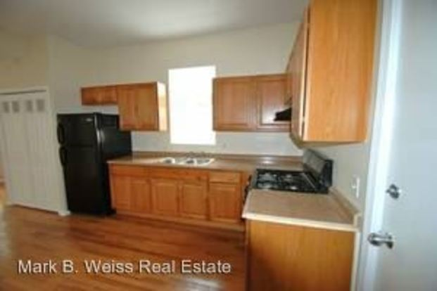 2 Bedrooms 1 Bathroom Apartment for rent at 929 W. 35th Pl. in Chicago, IL