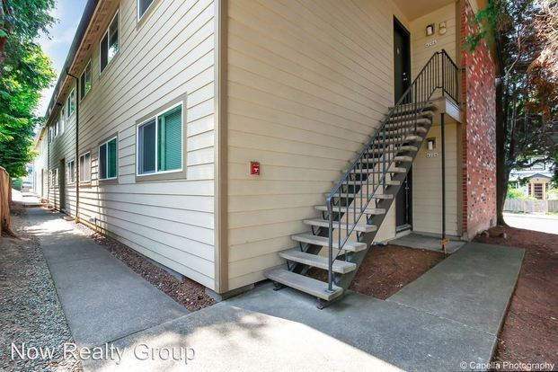 2 Bedrooms 1 Bathroom Apartment for rent at 4204-4232 Se Cesar Chavez Boulevard in Portland, OR
