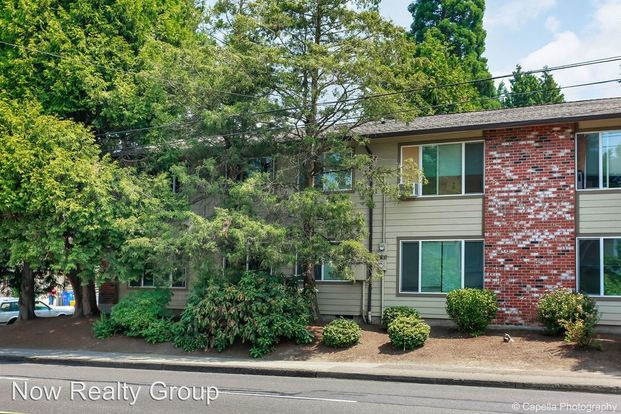 2 Bedrooms 1 Bathroom Apartment for rent at Se 39th Ave. in Portland, OR