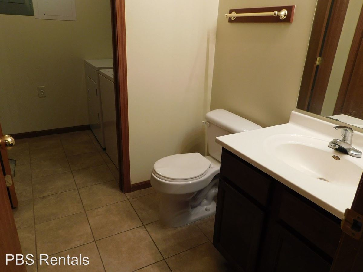 3 Bedrooms 1 Bathroom Apartment for rent at 1420 East 14th in Crete, NE