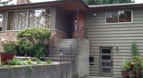 Similar Apartment at 1216 B Ne 89th