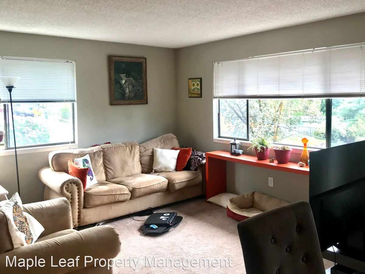 2 Bedrooms 1 Bathroom Apartment for rent at 17120 15Th Ave Ne in Shoreline, WA
