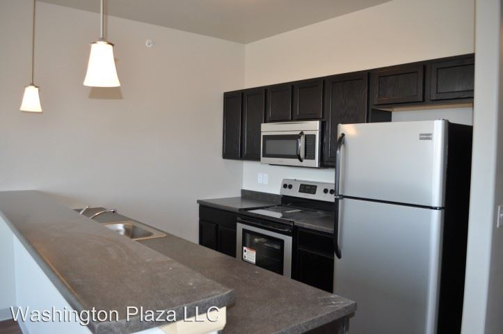 3 Bedrooms 2 Bathrooms Apartment for rent at 525 E Washington in Iowa City, IA