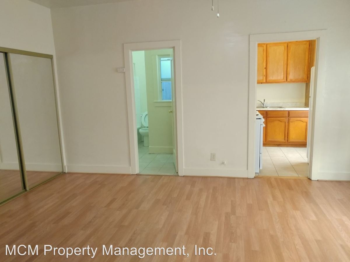Studio 1 Bathroom Apartment for rent at 984 S Oxford Ave in Los Angeles, CA
