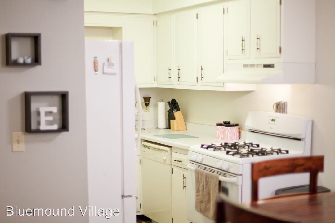 2 Bedrooms 1 Bathroom Apartment for rent at 9102 W. Dixon Street #100 in Milwaukee, WI