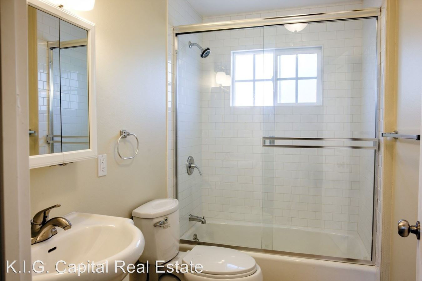 3 Bedrooms 1 Bathroom Apartment for rent at 3856 S. Normandie Ave in Los Angeles, CA