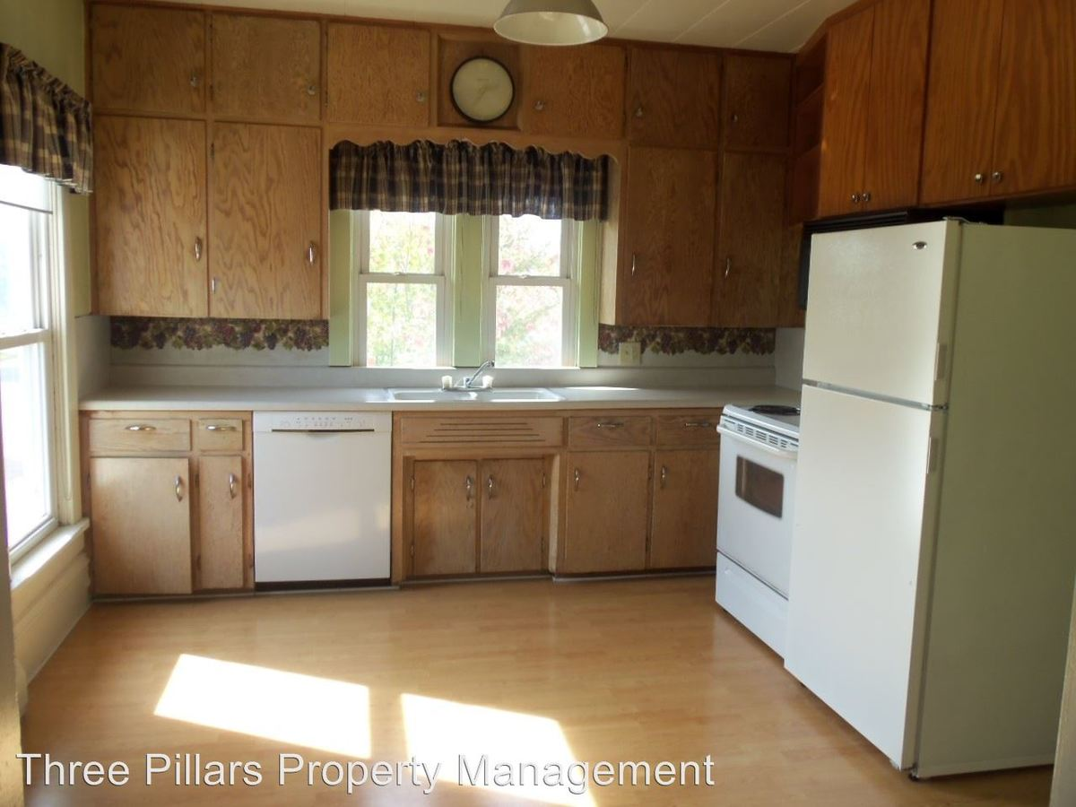 2 Bedrooms 1 Bathroom Apartment for rent at 108 2nd St Sw in Austin, MN