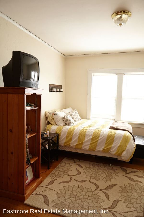 2 Bedrooms 1 Bathroom Apartment for rent at 1800-1808 E. Olive St. in Shorewood, WI