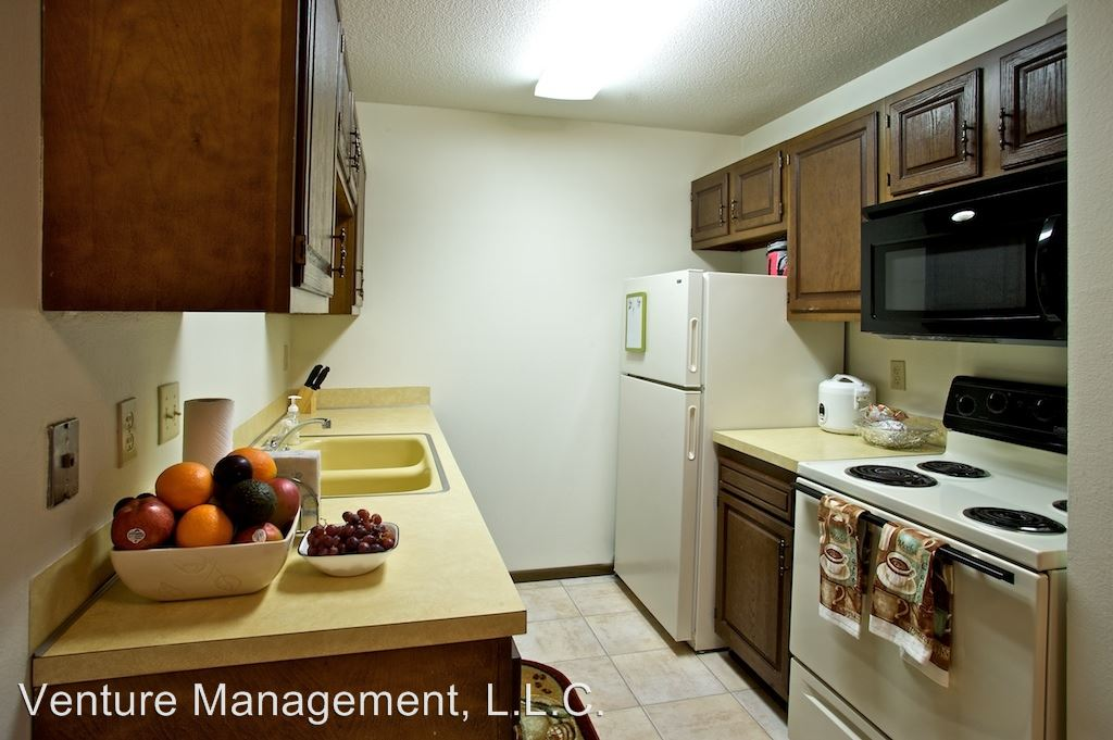 2 Bedrooms 1 Bathroom Apartment for rent at Goldbriar Chateau 5555 S.w. 9th Street in Des Moines, IA