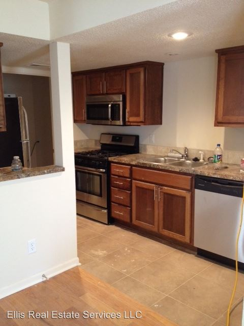 2 Bedrooms 1 Bathroom Apartment for rent at 3953-3957 Warwick in Kansas City, MO