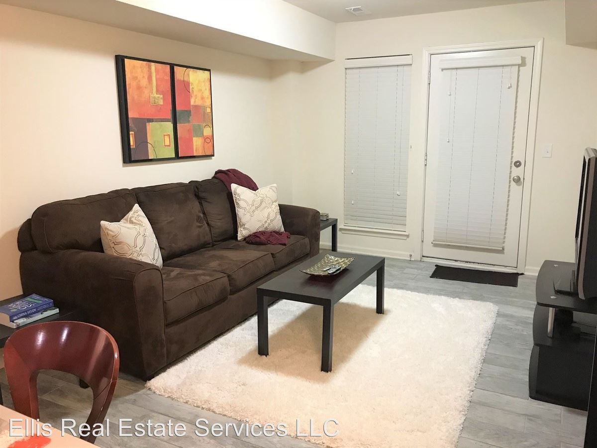 1 Bedroom 1 Bathroom Apartment for rent at 3953-3957 Warwick in Kansas City, MO