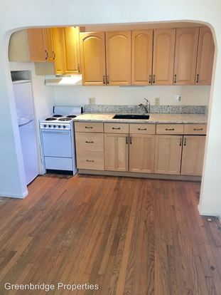 Studio 1 Bathroom Apartment for rent at 236 Se 32nd Ave in Portland, OR