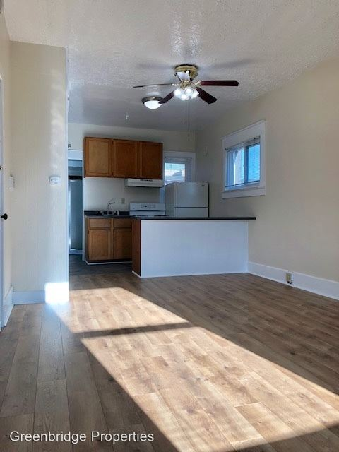 Studio 1 Bathroom Apartment for rent at 1942 Nw Pettygrove St. in Portland, OR