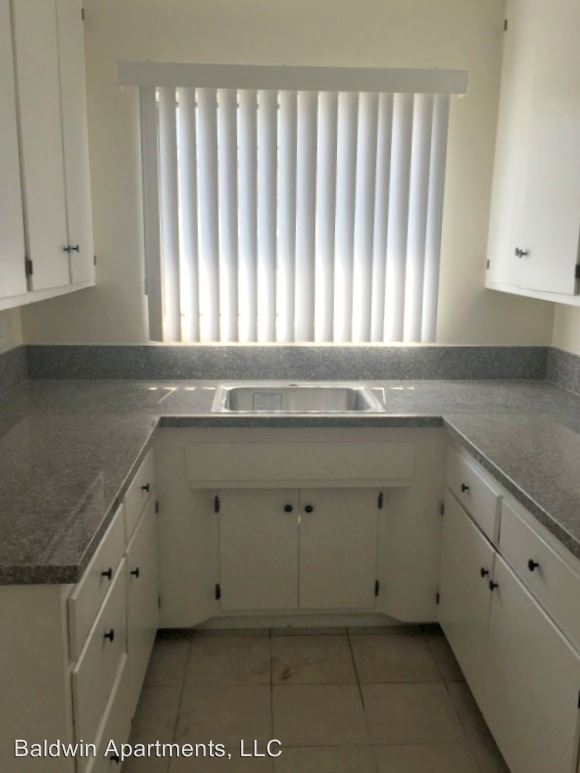 2 Bedrooms 1 Bathroom Apartment for rent at 4633 August Street in Los Angeles, CA