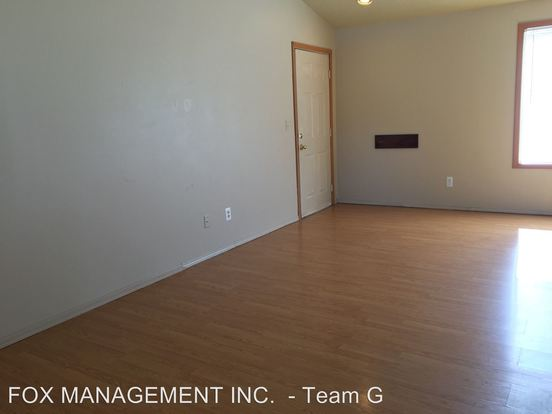 3 Bedrooms 2 Bathrooms Apartment for rent at 8232 8244 Se Washington Street in Portland, OR