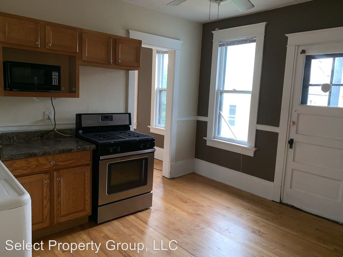 2 Bedrooms 1 Bathroom Apartment for rent at 1928-1930 N. Warren Ave in Milwaukee, WI