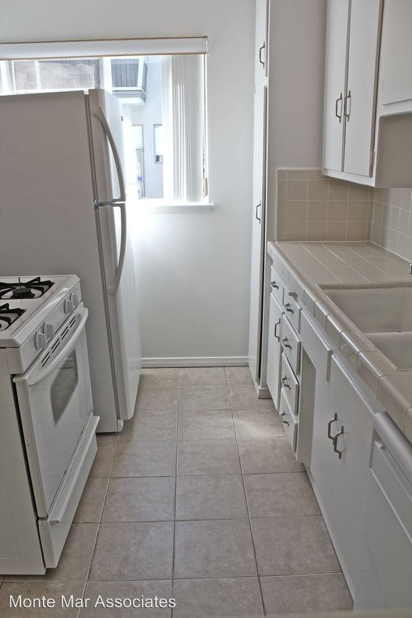 1 Bedroom 1 Bathroom Apartment for rent at 11720 Bellagio Rd. in Los Angeles, CA