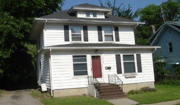 319 Center St Apartment for rent in East Lansing, MI
