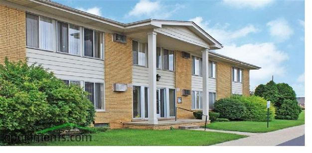 2 Bedrooms 1 Bathroom House for rent at Villa Manor Apartments in Roseville, MI