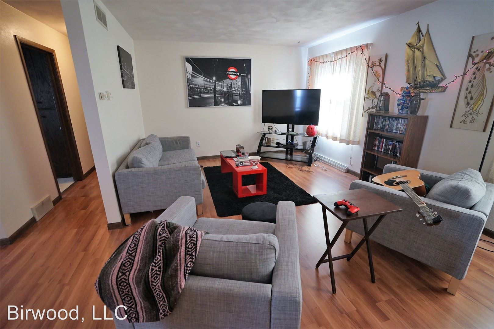 Similar Apartment at 2121 Center Ave