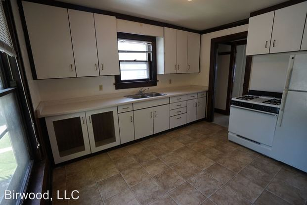2 Bedrooms 1 Bathroom Apartment for rent at 1341 Morrison Street in Madison, WI