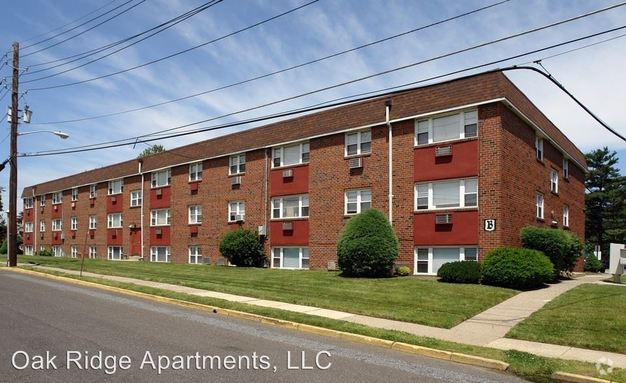 2 Bedrooms 1 Bathroom Apartment for rent at 1001 Blackhorse Pike in Runnemede, NJ